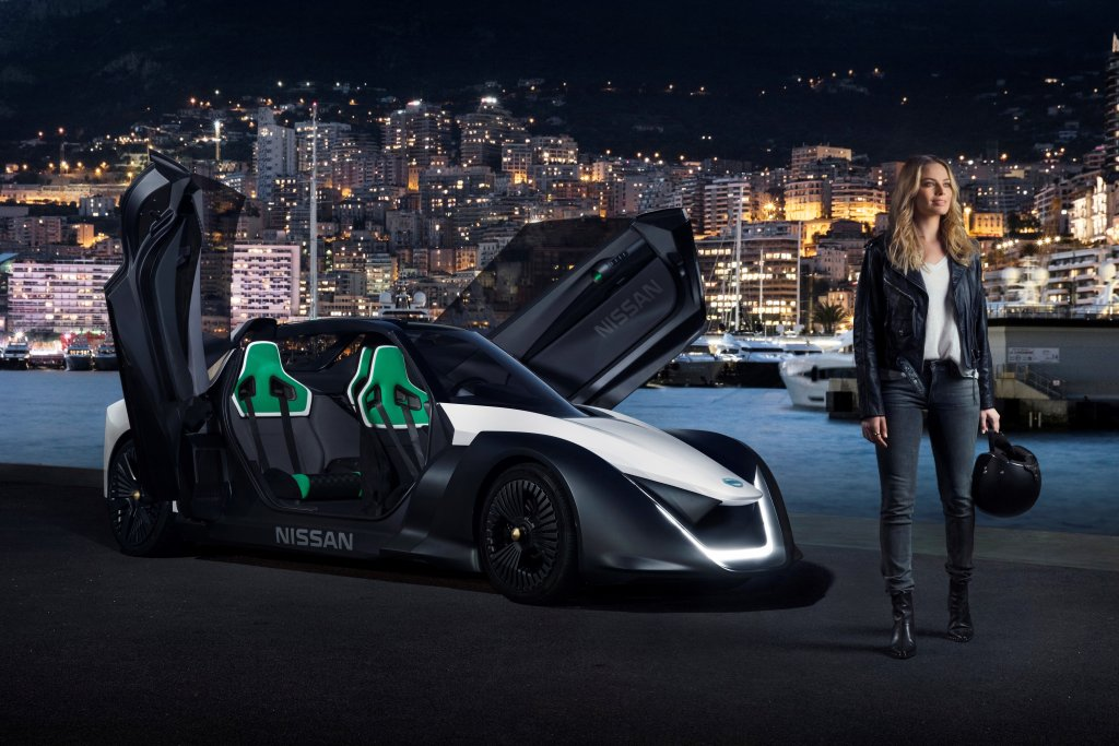 Margot Robbie e Nissan sul circuito di Monaco [VIDEO]