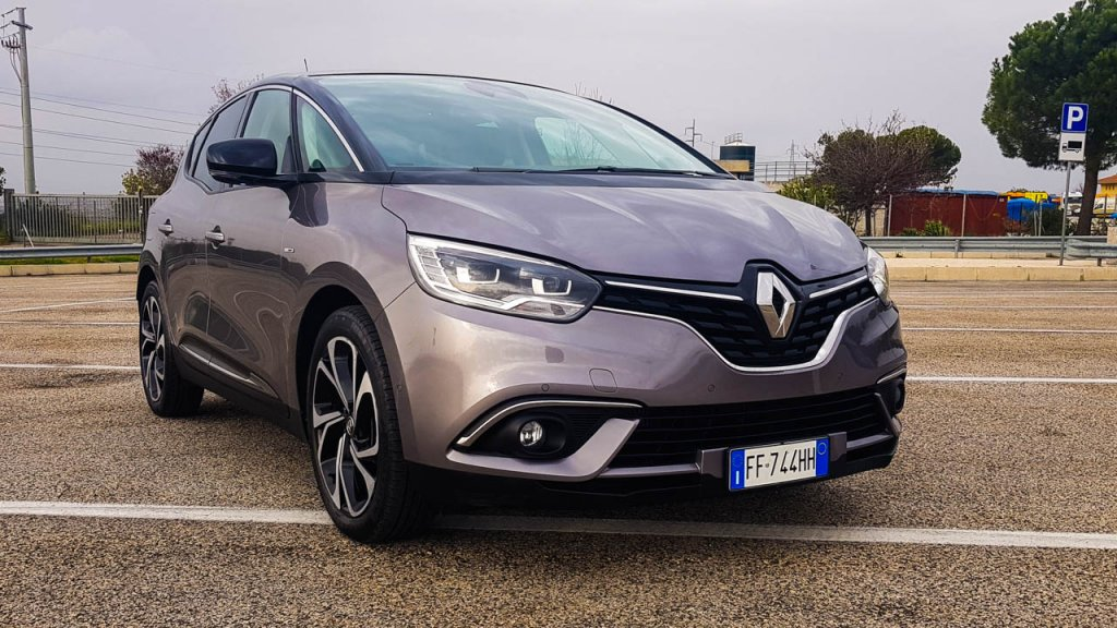 renault scenic e grand scenic 1 6 dci 130 energy bose la prova su strada motori news. Black Bedroom Furniture Sets. Home Design Ideas