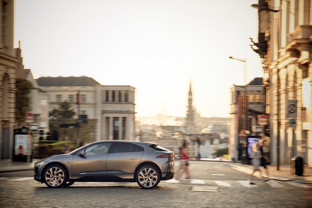 Nuova Jaguar I-Pace incoronata auto dell'anno