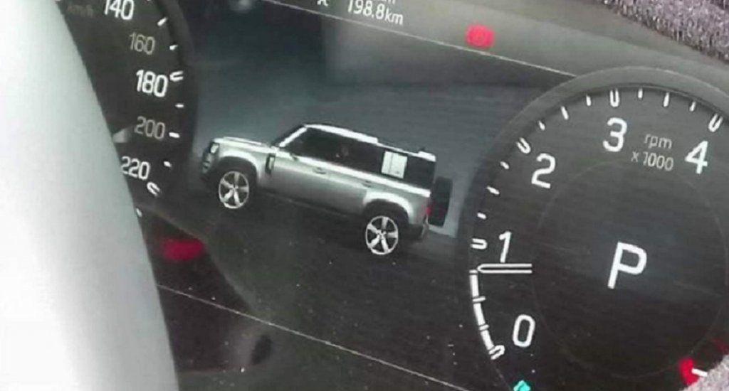 Land Rover Defender, sarà anche ibrido e fino a 8 posti